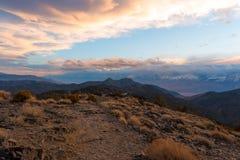 Sonnenuntergang über Sierra Nevada lizenzfreie stockfotografie