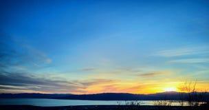 Sonnenuntergang über Tal und Utah See lizenzfreie stockbilder