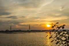 Sonnenuntergang über Tanklager Stockfotografie