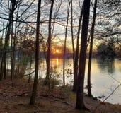 Sonnenuntergang über Teich lizenzfreies stockfoto