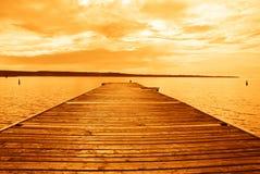 Sonnenuntergang über tropischem Meer Lizenzfreie Stockbilder
