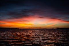 Sonnenuntergang über tropischem pazifischem Ocea stockfoto