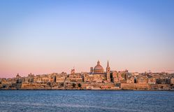 Sonnenuntergang über Valletta-Skylinen, Malta stockfotos