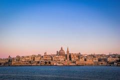 Sonnenuntergang über Valletta-Skylinen, Malta stockbild