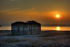 Sonnenuntergang über verlorener Kirche Stockfotografie