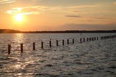 Sonnenuntergang über Wasser Stockfoto