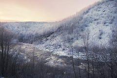 Sonnenuntergang über Winterfluß Lizenzfreie Stockbilder