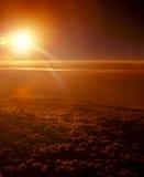 Sonnenuntergang über Wolken stockfotografie