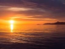 Sonnenuntergang in adriatischem Meer Lizenzfreie Stockfotos