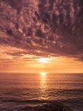 Sonnenuntergang in Algarve-Küste lizenzfreies stockfoto