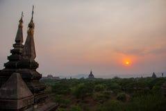 Sonnenuntergang Alte Tempel in Bagan, Myanmar Lizenzfreie Stockfotografie