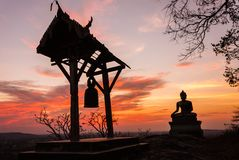 Sonnenuntergang-alter Tempel wat Praputtachai Stockbild