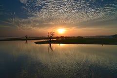 Sonnenuntergang in Amarapura stockfoto
