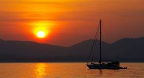 Sonnenuntergang &hills Stockfotos