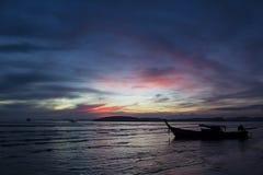Sonnenuntergang in Andaman Meer, Krabi, Thailand Lizenzfreies Stockbild