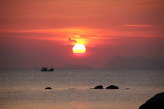 Sonnenuntergang in Andaman-Meer, Thailand Lizenzfreie Stockfotografie