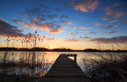 Sonnenuntergang-Anlegestelle lizenzfreies stockfoto