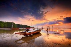Sonnenuntergang-Ansicht-traditionelle Boots-Batam-Insel Wonderfull Indonesien lizenzfreies stockbild