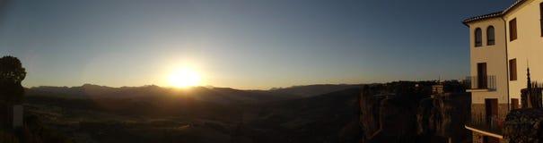 Sonnenuntergang-Ansicht von der neuen Brücke in Ronda, Màlaga, Andalusien Lizenzfreies Stockfoto