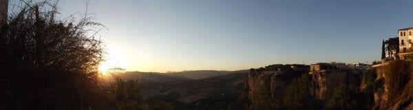 Sonnenuntergang-Ansicht von der neuen Brücke in Ronda, Màlaga, Andalusien Lizenzfreies Stockbild
