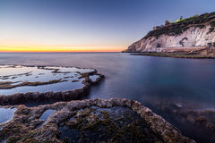 Sonnenuntergang auf Achziv-Strand Stockfotos