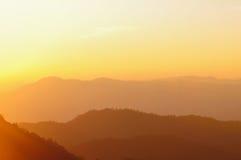 Sonnenuntergang auf Bergen Lizenzfreies Stockfoto