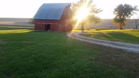 Sonnenuntergang auf dem Bauernhof Lizenzfreies Stockbild