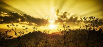 Sonnenuntergang auf dem Berg lizenzfreie stockfotografie