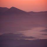 Sonnenuntergang auf dem Berg stockbild