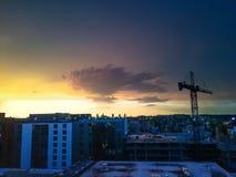 Sonnenuntergang auf dem Dach und dem Bau Lizenzfreie Stockfotografie