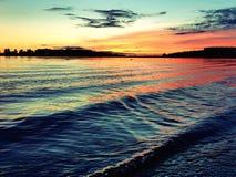 Sonnenuntergang auf dem Fluss Stockbild