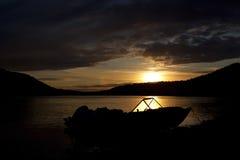 Sonnenuntergang auf dem Fluss Lizenzfreie Stockbilder