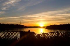 Sonnenuntergang auf dem Fluss Lizenzfreie Stockfotos
