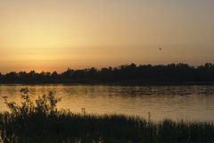 Sonnenuntergang auf dem Fluss Don im Sommer, Russland Lizenzfreie Stockfotos