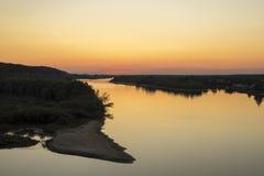 Sonnenuntergang auf dem Fluss Pripyat Lizenzfreies Stockfoto