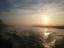 Sonnenuntergang auf dem Fluss Trent Nottingham lizenzfreie stockfotos