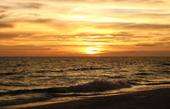 Sonnenuntergang auf dem Golf von Mexiko Lizenzfreie Stockfotos