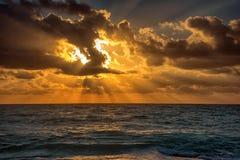 Sonnenuntergang auf dem karibischen Meer Stockfoto