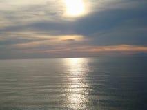 Sonnenuntergang auf dem Meer lizenzfreie stockbilder