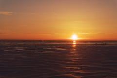 Sonnenuntergang auf dem Meer lizenzfreies stockfoto