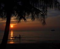 Sonnenuntergang auf dem Meer von Thailand Stockfotografie