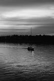 Sonnenuntergang auf dem Mekong bei Nongkhai lizenzfreie stockfotos