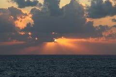 Sonnenuntergang auf dem Mittelmeer Akko, Israel Stockbilder