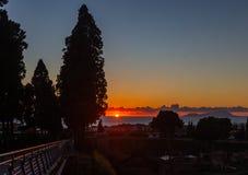 Sonnenuntergang auf dem Mittelmeer in der Stadt von Ercolano am Fu? des Vulkans Vesuv stockfoto