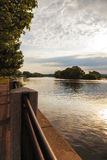 Sonnenuntergang auf dem Mohikaner-Fluss Lizenzfreies Stockfoto