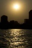 Sonnenuntergang auf dem Nil in der Kairo-Stadt Lizenzfreie Stockbilder
