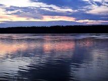Sonnenuntergang auf dem Nord-Dvina Stockbilder