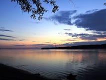 Sonnenuntergang auf dem Nord-Dvina Lizenzfreie Stockbilder