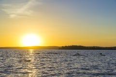 Sonnenuntergang auf dem oberen Iset-Teich lizenzfreie stockfotografie