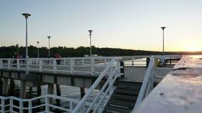 Sonnenuntergang auf dem Pier timelipse stock footage